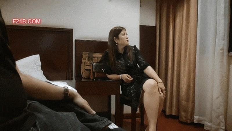 沈先森同时来两外围妹留下一个,黑裙大长腿穿上开档丝袜,润滑油揉搓逼,双腿肩上扛强奸式猛操