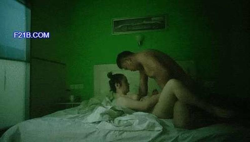 小宝寻花深夜场笑起来甜美外围妹,大长腿舌吻互摸调情,镜头前口交舔屌掰穴,骑乘抬腿侧入大力猛操